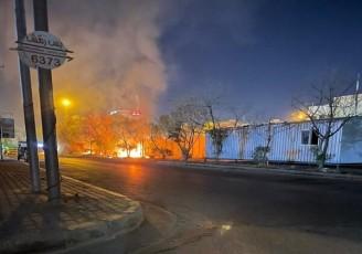 آتش زدن دیوار خارجی کنسولگری ایران در کربلا